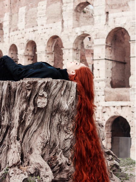Red hair girl and the Colosseum, Rome. Photo by Marko Morciano