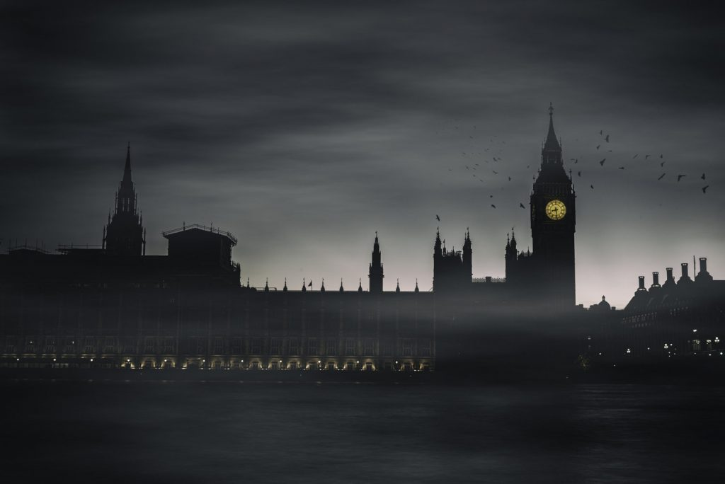 A foggy night in London. Photo by Antoine Buchet